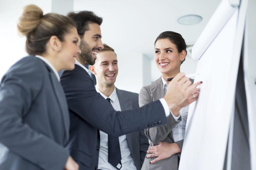 Für Geschäftsführer/Innen bieten wir einen kostenfreien Informationsabend zum Thema Chef coacht Chef. Gruppen- und Einzelcoaching sowie Finanzierung.