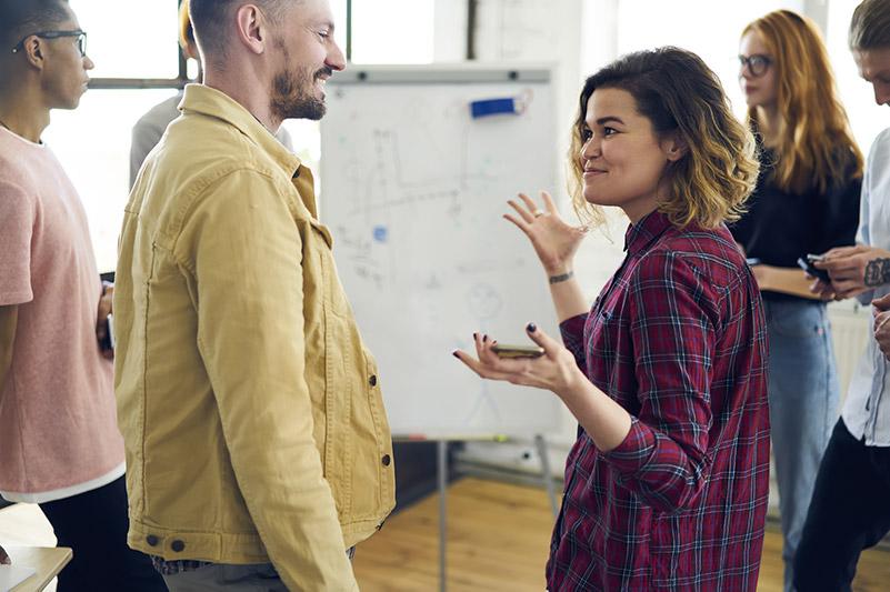 Gute Personalentwicklung-Seminare schaffen Raum für Begegnung, in der ein offener und konstruktiver Austausch möglich und lachen erlaubt ist.
