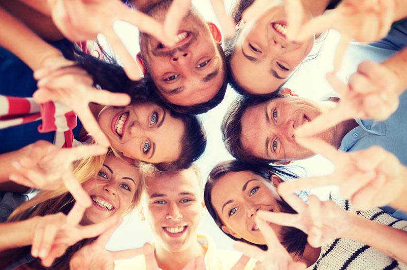 Wir als Unternehmensberatung Teamentwicklung unterstützen Sie dabei, Ihre Mitarbeiter zu einem Team zu formen, das auch in Zeiten vieler Veränderungsprozesse gemeinsam für das Unternehmensziel arbeitet und sich gegenseitig unterstützt. Das Ziel ist es, den gemeinsamen Zusammenhalt zu fördern und Brücken zu bauen.